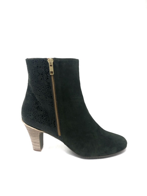 5028 W Shoe Size 40 Booties