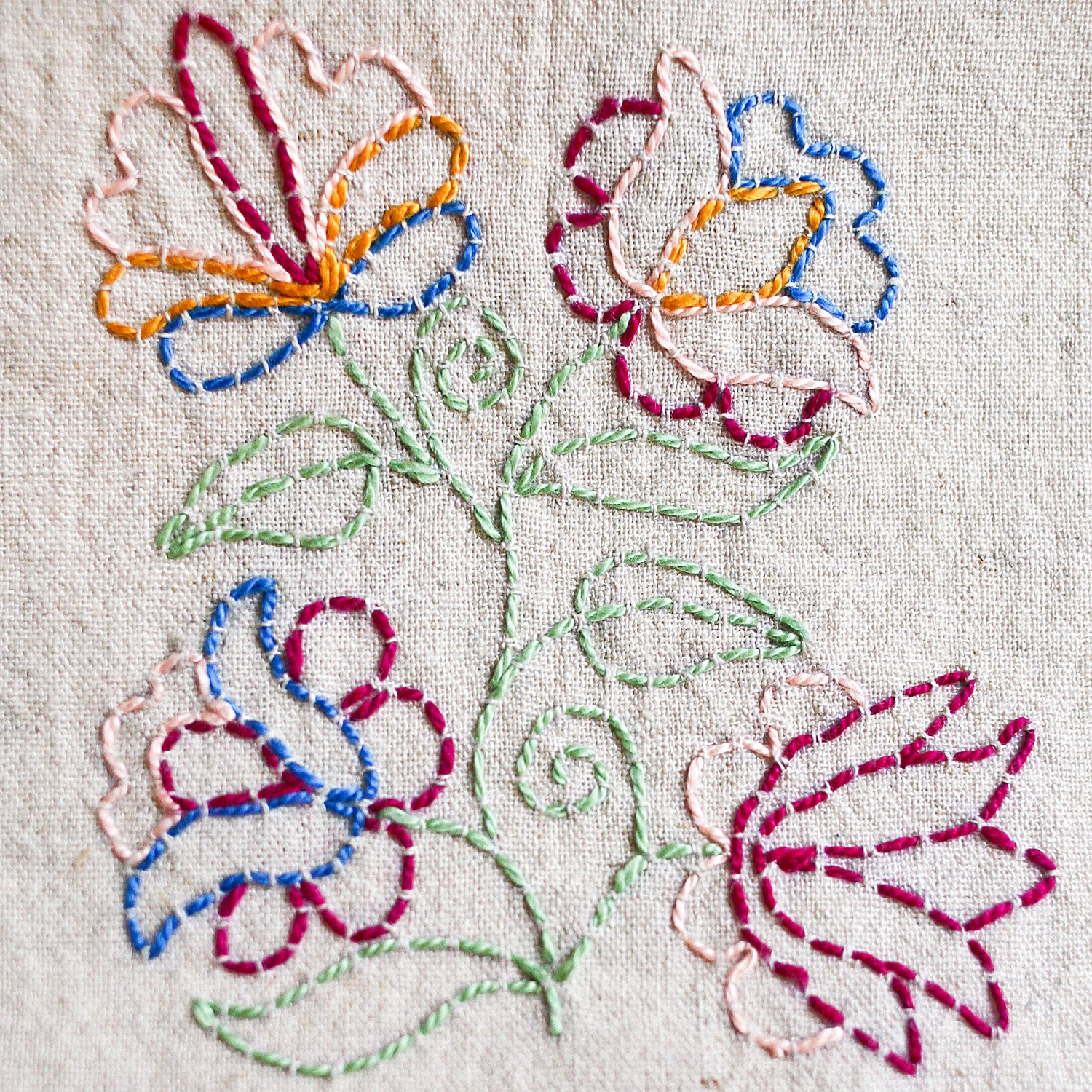 Bewitching Botanicals napBewitching Botanicals motif with running stitch outline