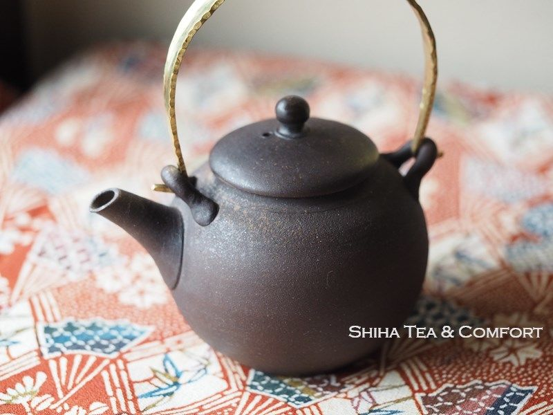 Jinshu Shell Gold Metal Handle Brown Teapot 甚秋
