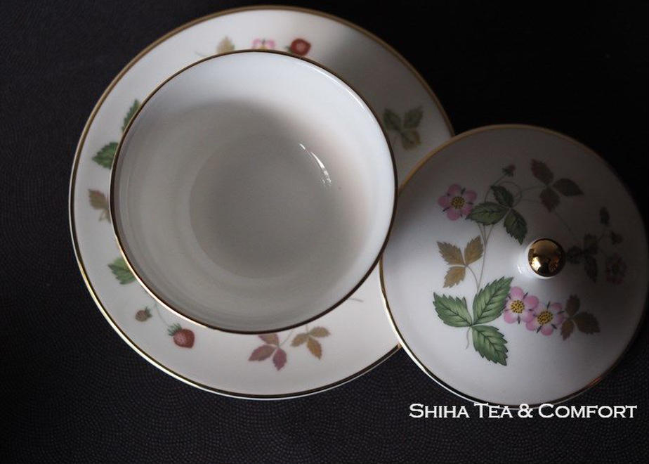 WEDGWOOD Japanese Style Pair Tea Cups  & Saucers Wild Strawberry