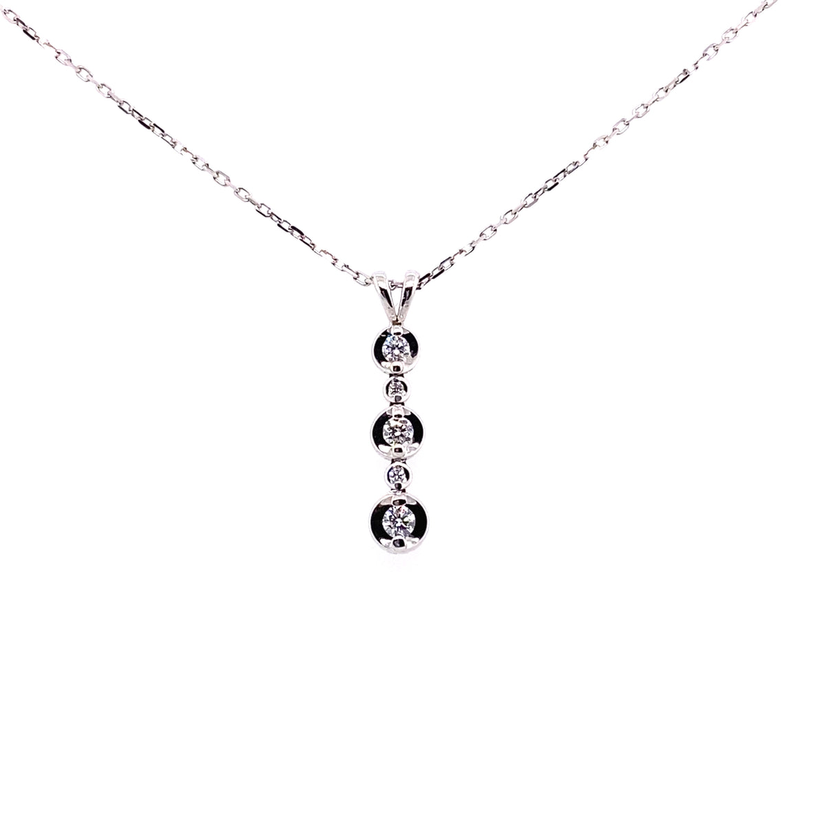 18ct White Gold 0.15ct Diamond Set Row Pendant