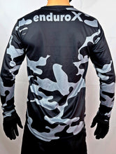 Lade das Bild in den Galerie-Viewer, Ltd. Camo Jersey