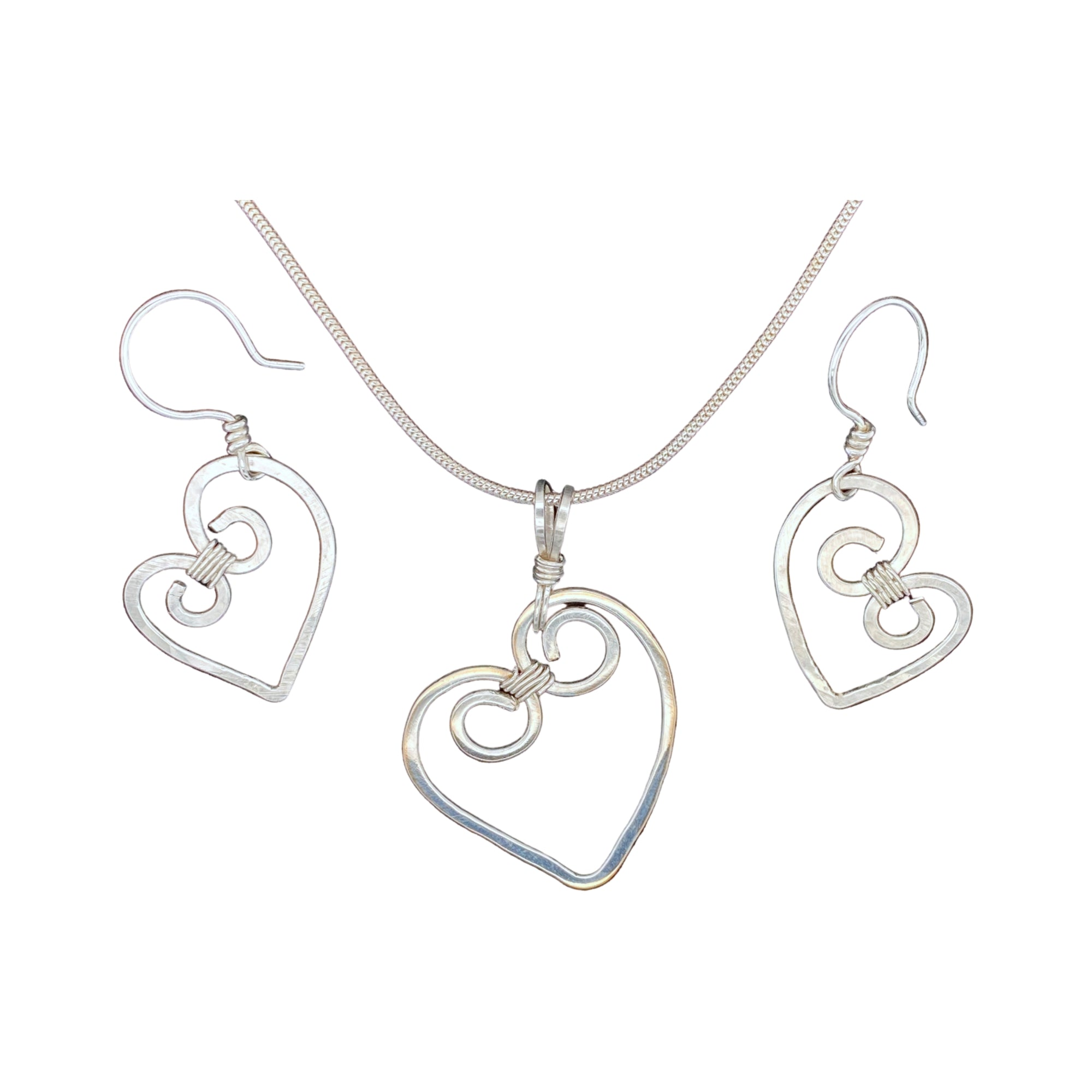 Camille Patton Hammered Hearts Wire Jewelry Set S01