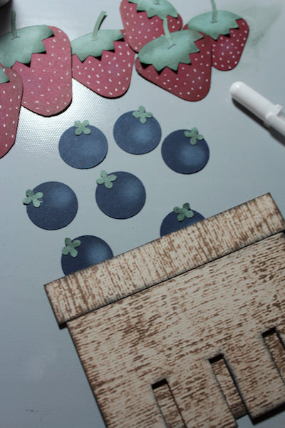 Ivy League Berry Picking pages #clubscrap #ivyleague #berries #paperpiecing