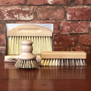 Help save the planet while doing the dishes! Our eco-friendly wooden pot brush is the handy solution to scrub your pots, pans and plates! Ideally shaped to fit in your hand, this sweet little brush will look cute on your counter top and is made from certified beech wood with vegan plant-based bristles.