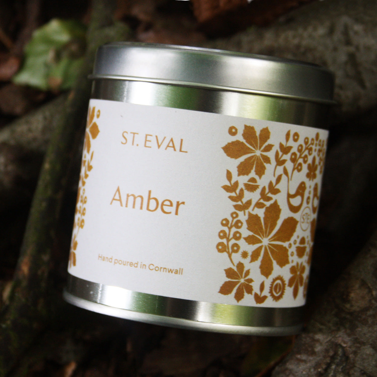 Part of the St. Eval Folk Collection, Amber is soft, warm and subtly honeyed with notes of almond and musk. A perfectly balanced sweeter candle - A sumptuous scent which conjures up Winter warmth, or perfect for cozy everyday relaxation.