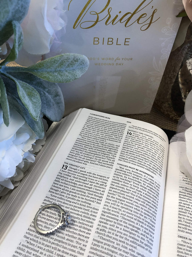 NKJV, Bride's Bible, Leathersoft, White, Red Letter Edition, Comfort Print: Holy Bible, New King James Version Imitation Leather – 4 April 2019