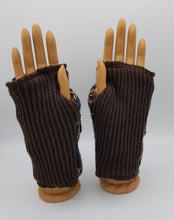 Load image into Gallery viewer, handmade green bay wisconsin, fingerless gloves handmade,