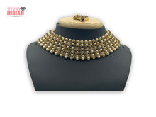 Load image into Gallery viewer, Cluster Gold Gems And Pearls Motif Necklace Set