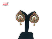 Load image into Gallery viewer, Cut-Out Detailing Filigree Pattern Pink Earrings