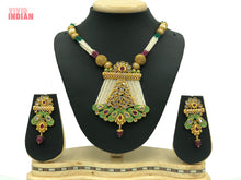 Load image into Gallery viewer, Green Reprise Designer Necklace Set
