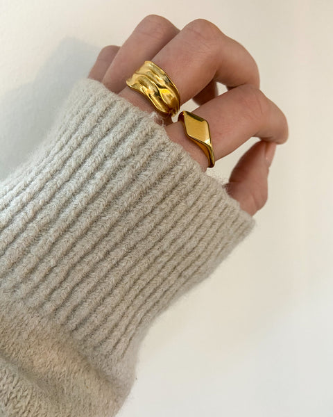 Lucia Signet Ring