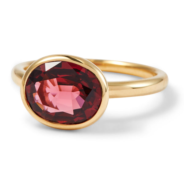 The Isabella (Oval Cut Rhodolite Garnet in 18ct Gold)