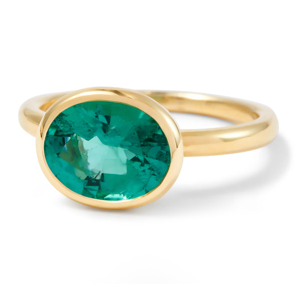 The Lisa (Oval Cut Emerald in 18ct Gold)