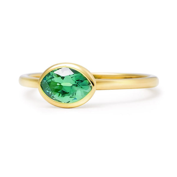 The Lisa - Baby (Moval Cut Emerald in 18ct Gold)