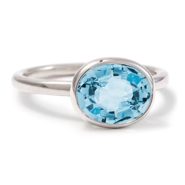 The Grace (Oval Cut Blue Topaz in Silver)
