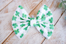 Load image into Gallery viewer, Shamrocks Bow Tie