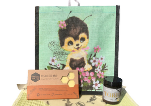 """Bee Kind"" 3点セット (マルシェトートバッグ、マヌカハニー、ハニーラップみつろうエコラップ)Bee Kind Set - Tote Bag, Manuka Honey & Honeywrap Beeswax Wrap"