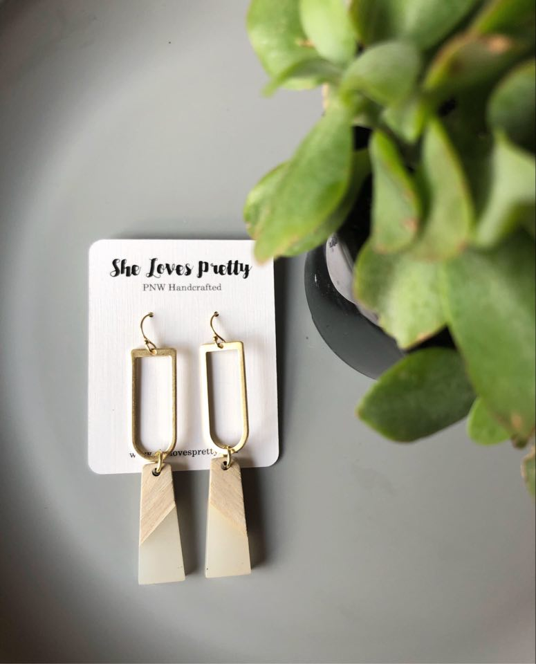Elm Drop Earrings (White Lily)