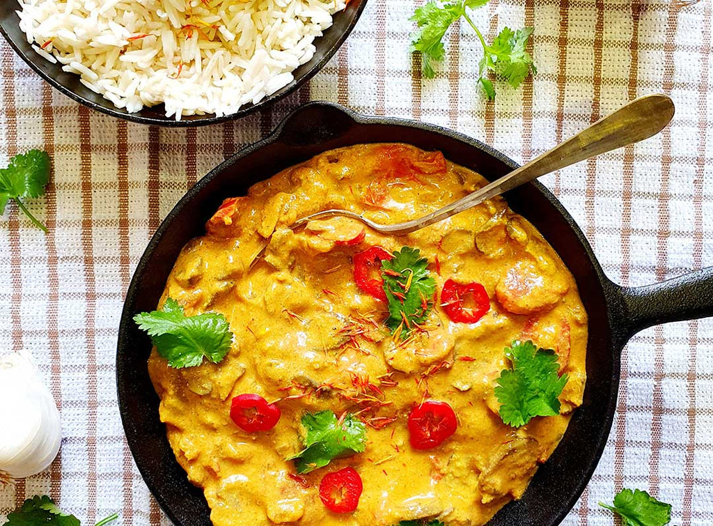 Mushroom curry with turmeric and rice