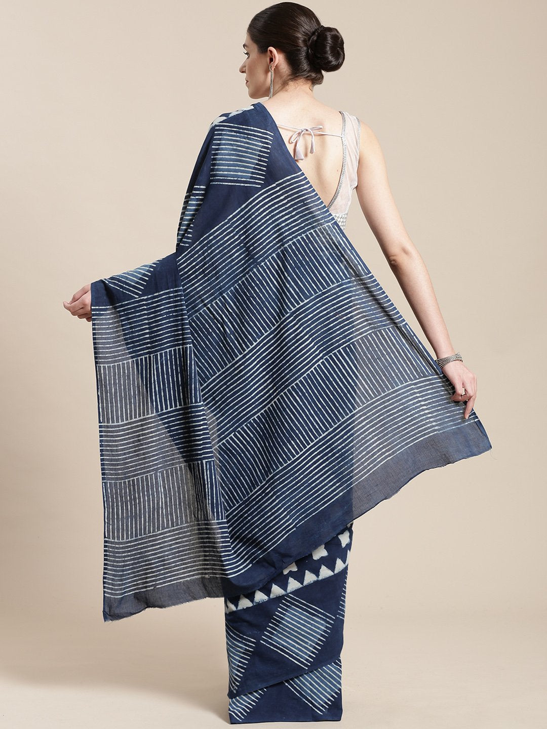 Linen Handwoven Saree and Blouse-Saree-Kalakari India-ALBGSA0031-Hand Woven, Linen, Sarees, Sustainable Fabrics, Traditional Weave-[Linen,Ethnic,wear,Fashionista,Handloom,Handicraft,Indigo,blockprint,block,print,Cotton,Chanderi,Blue, latest,classy,party,bollywood,trendy,summer,style,traditional,formal,elegant,unique,style,hand,block,print, dabu,booti,gift,present,glamorous,affordable,collectible,Sari,Saree,printed, holi, Diwali, birthday, anniversary, sustainable, organic, scarf, online, low pri