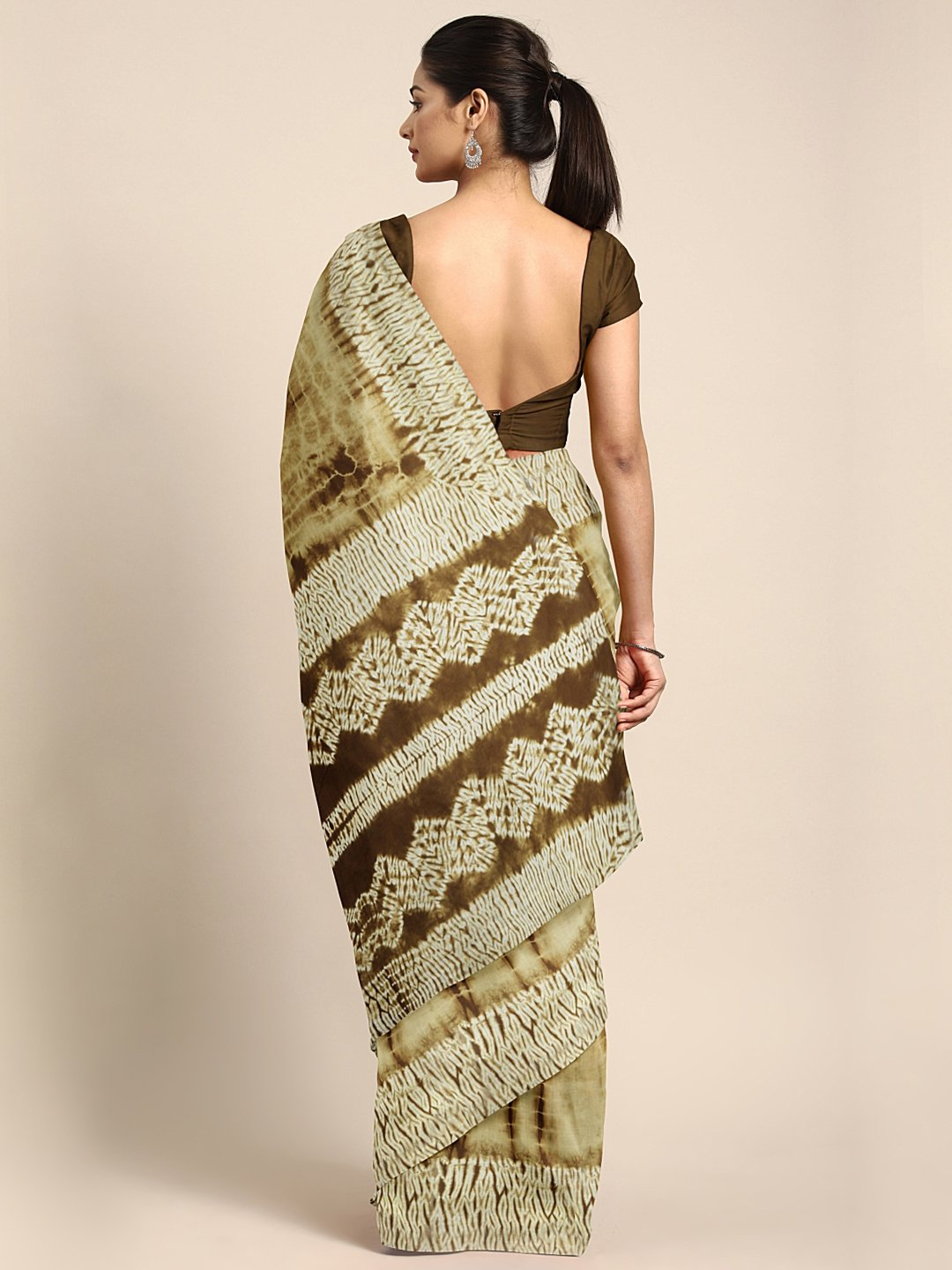 Beige & Brown Shibori Tie & Dyed Handcrafted Cotton Saree-Saree-Kalakari India-BHKPSA0044-Cotton, Geographical Indication, Hand Blocks, Hand Crafted, Heritage Prints, Sarees, Shibori, Sustainable Fabrics-[Linen,Ethnic,wear,Fashionista,Handloom,Handicraft,Indigo,blockprint,block,print,Cotton,Chanderi,Blue, latest,classy,party,bollywood,trendy,summer,style,traditional,formal,elegant,unique,style,hand,block,print, dabu,booti,gift,present,glamorous,affordable,collectible,Sari,Saree,printed, holi, Di