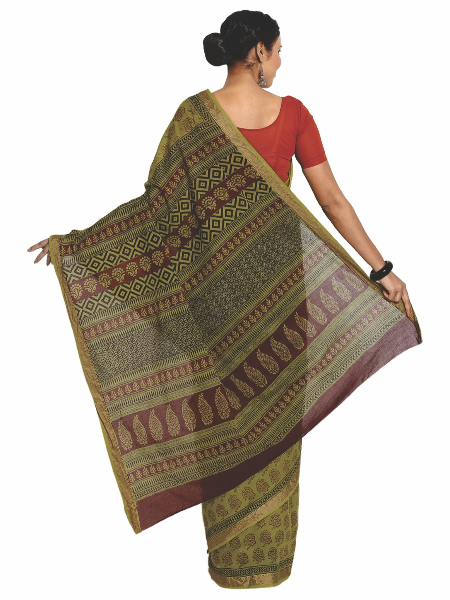 Green Cotton Hand Block Bagh Print Handcrafted Saree-Saree-Kalakari India-ZIBASA0072-Bagh, Cotton, Geographical Indication, Hand Blocks, Hand Crafted, Heritage Prints, Natural Dyes, Sarees, Sustainable Fabrics-[Linen,Ethnic,wear,Fashionista,Handloom,Handicraft,Indigo,blockprint,block,print,Cotton,Chanderi,Blue, latest,classy,party,bollywood,trendy,summer,style,traditional,formal,elegant,unique,style,hand,block,print, dabu,booti,gift,present,glamorous,affordable,collectible,Sari,Saree,printed, ho