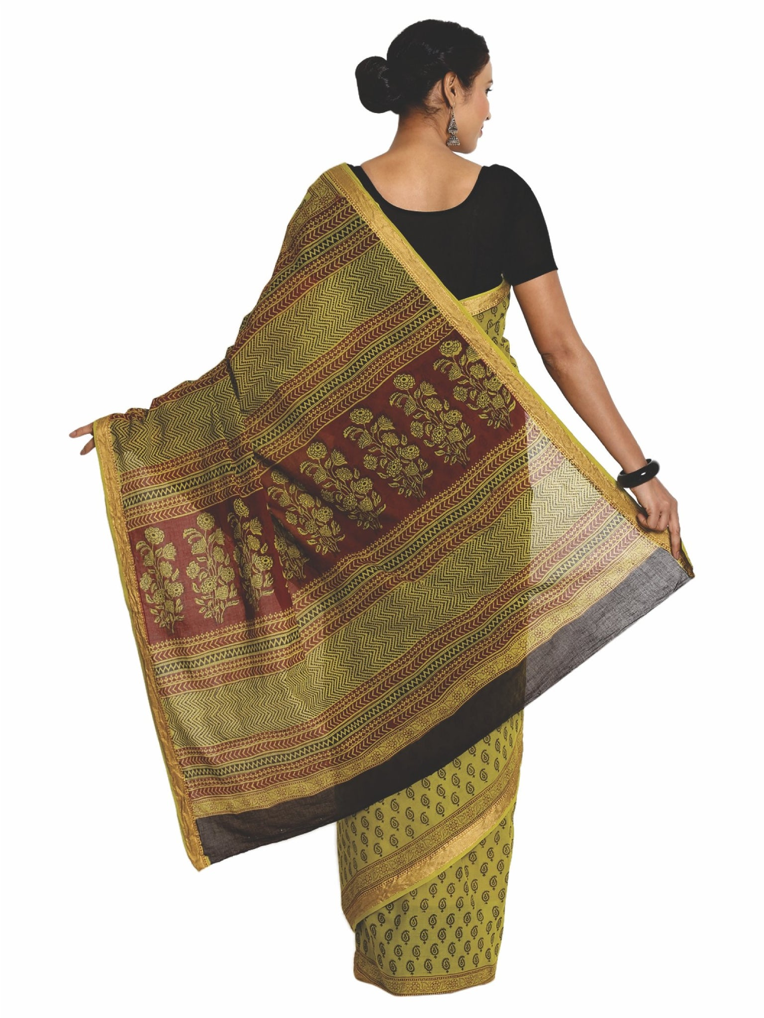 Green Cotton Hand Block Bagh Print Handcrafted Saree-Saree-Kalakari India-ZIBASA0079-Bagh, Cotton, Geographical Indication, Hand Blocks, Hand Crafted, Heritage Prints, Natural Dyes, Sarees, Sustainable Fabrics-[Linen,Ethnic,wear,Fashionista,Handloom,Handicraft,Indigo,blockprint,block,print,Cotton,Chanderi,Blue, latest,classy,party,bollywood,trendy,summer,style,traditional,formal,elegant,unique,style,hand,block,print, dabu,booti,gift,present,glamorous,affordable,collectible,Sari,Saree,printed, ho
