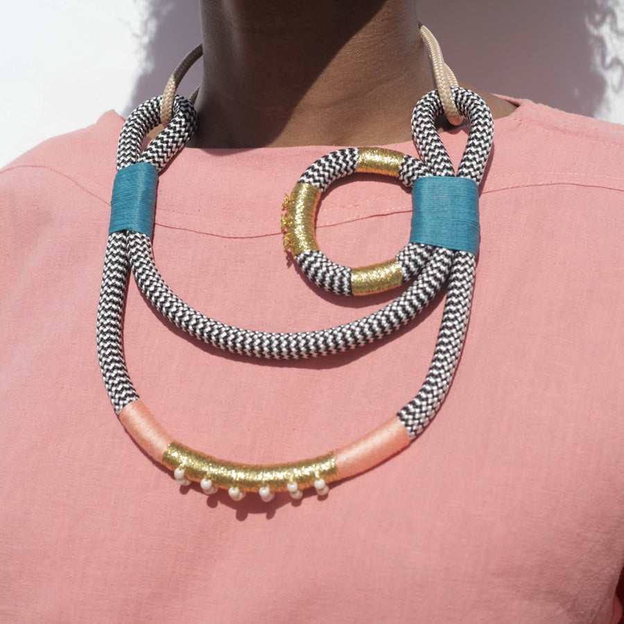 Geisha Curve necklace