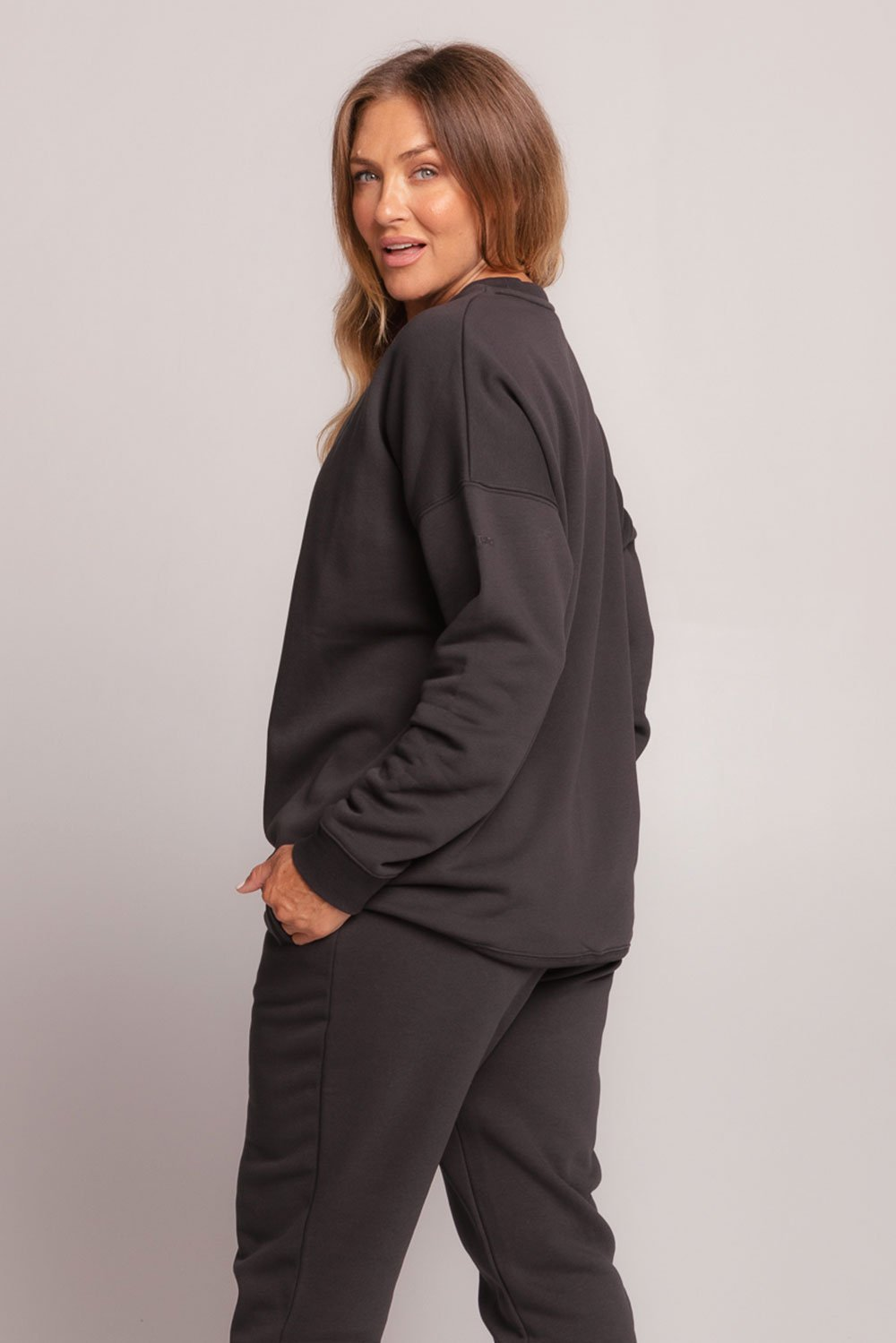oversized-sweatshirt-black-large-back