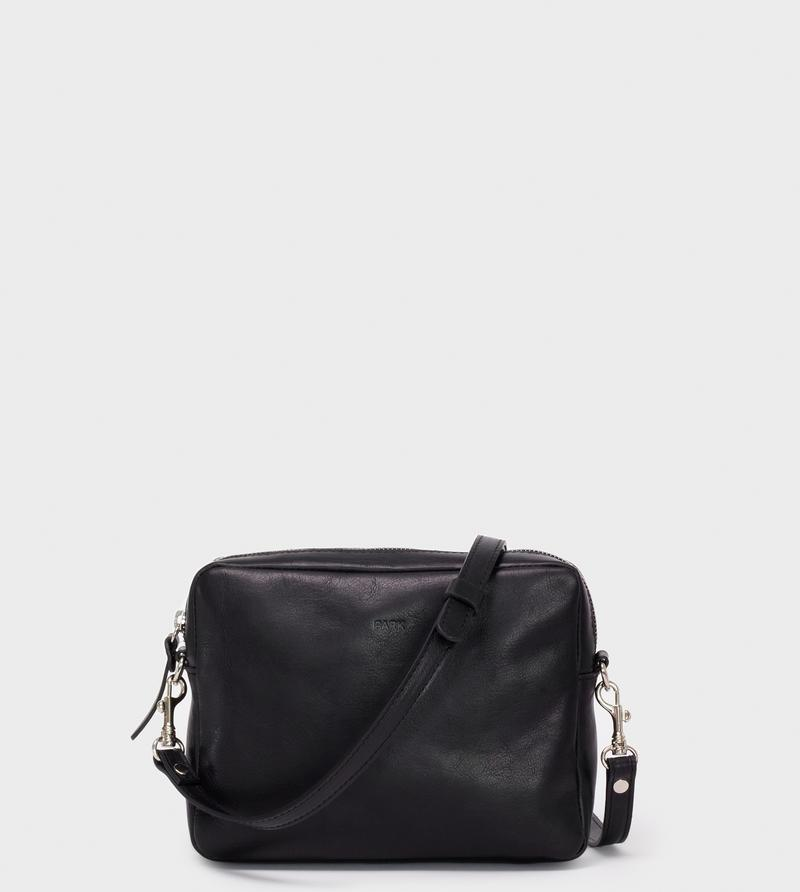 This is Park Crossbody Bag CB04 Black
