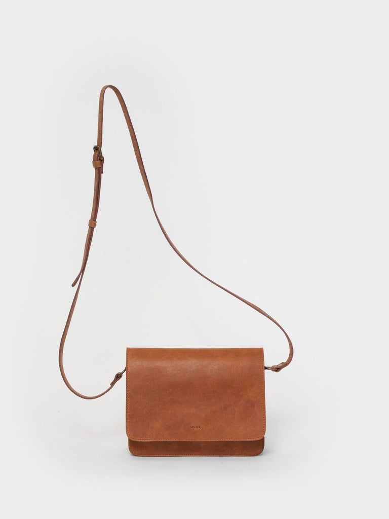This is Park Crossbody Bag CB02 Brown