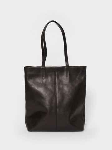 This is Park Tote Bag TB02 Zip Black