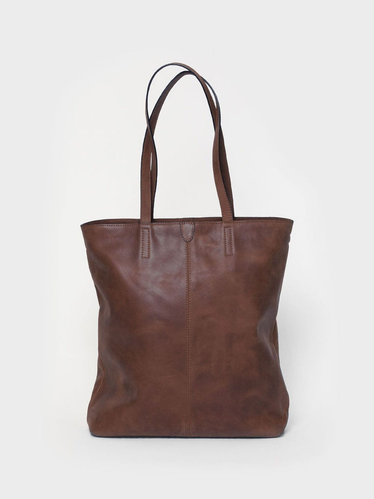 This is Park Tote Bag TB02 Zip Dark Brown