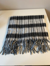 Load image into Gallery viewer, Black and white cosy scarf
