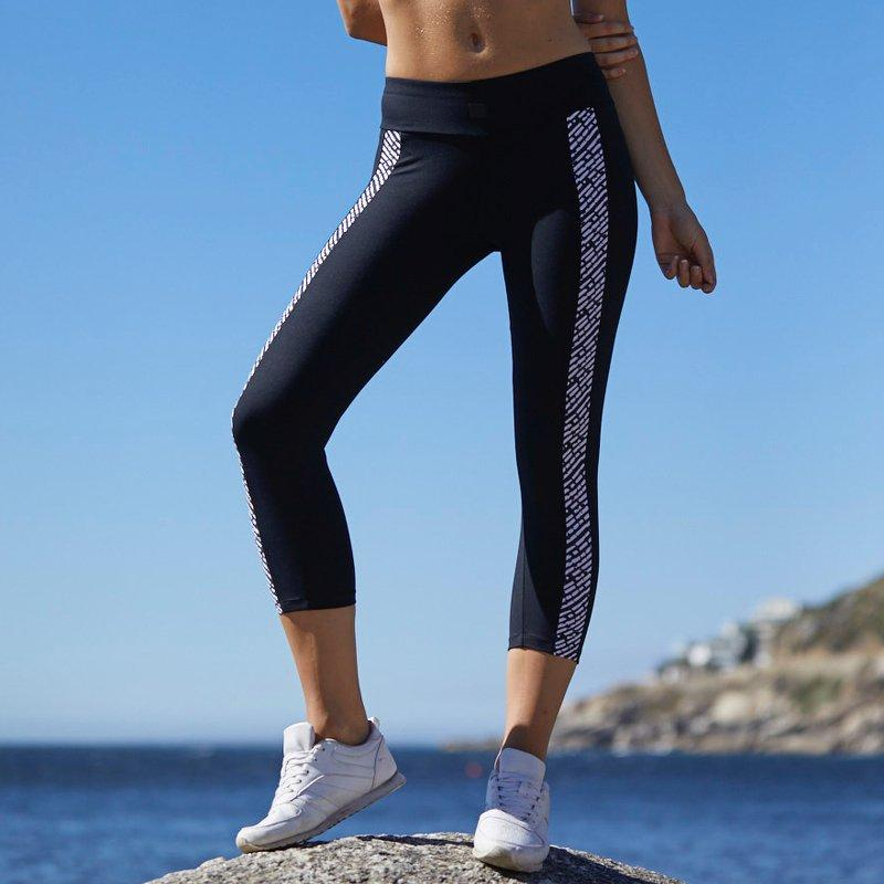 Load image into Gallery viewer, ZAAZEE Elise 3/4 Capri Gym Legging Jet Black / Black & White Textured