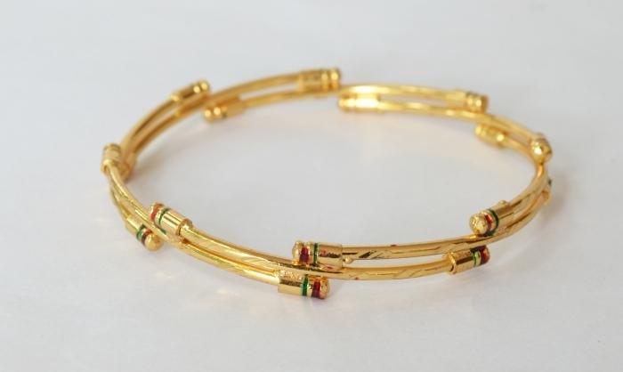 Gold plated simple enamel bangle