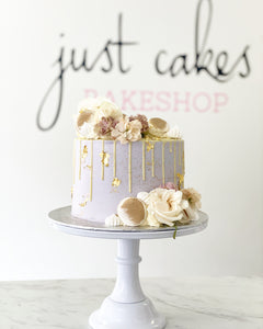 Classic White Drip & Florals, Fixings Cake