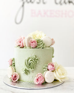 Monochrome Buttercream & Fixings Cake