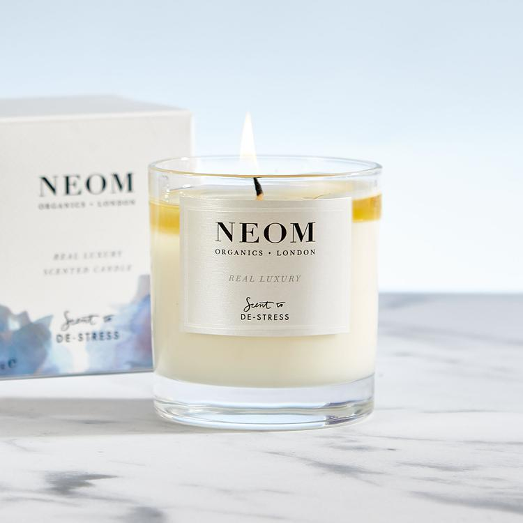 neom-real-luxury-scented-candle-1-wick