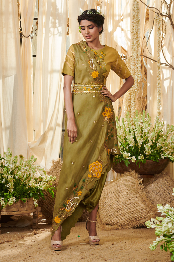 Flower Bunch Border Dhoti Saree with a Belt