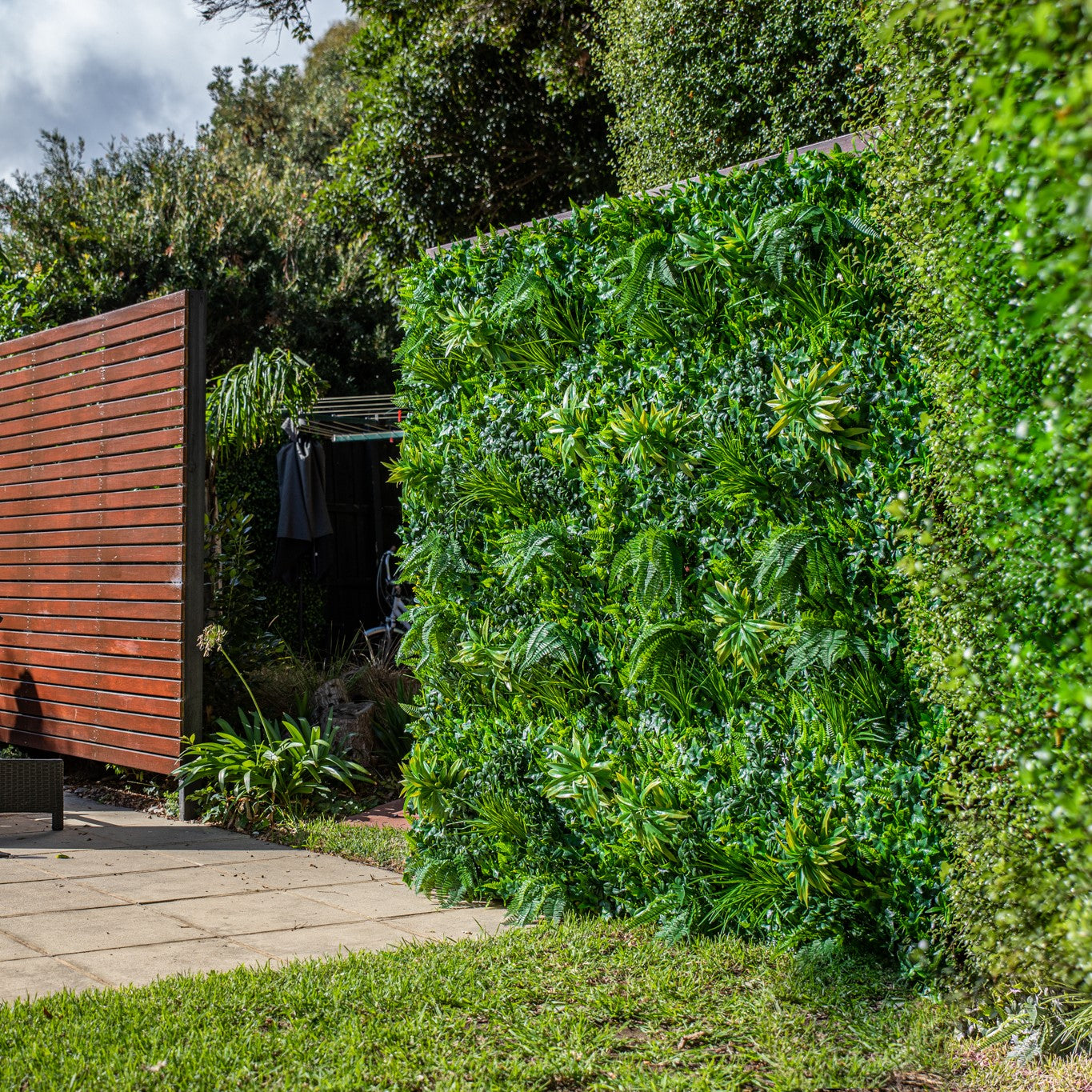 Boston Fern Artificial Hedge Tile: 100cm x 100cm