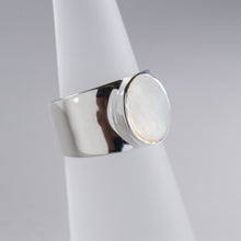 Load image into Gallery viewer, Mother of Pearl Ring Silver