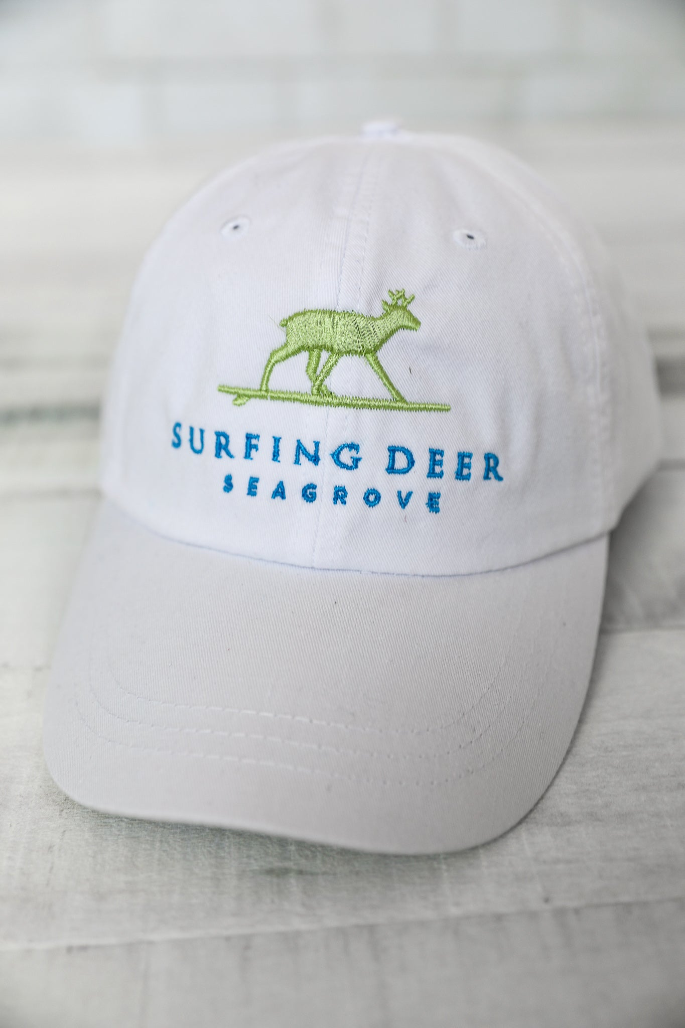 Surfing Deer Classic Hat White/Green