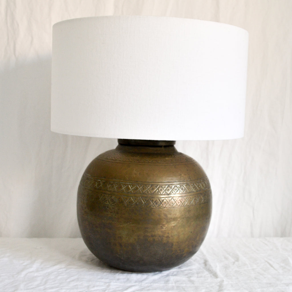 VINTAGE ETCHED BRASS ROUND LAMP