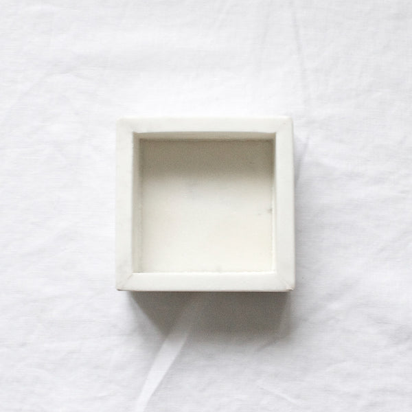 WHITE MARBLE SQUARE TRAY SMALL