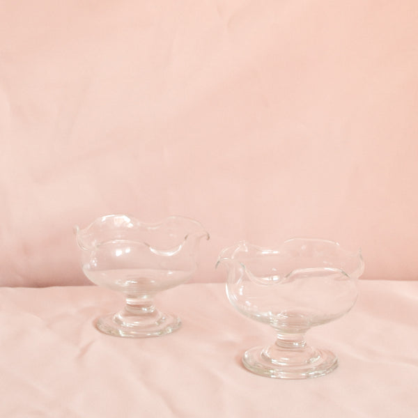 VINTAGE SET OF 4 SCALLOP CHAMPAGNE COUPE GLASSES