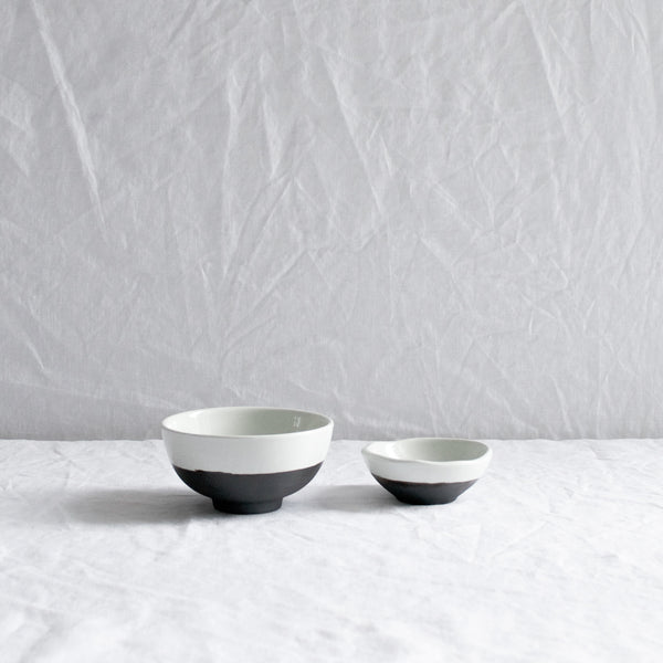 PAIR OF SMALL ESRUM STONEWARE BOWLS