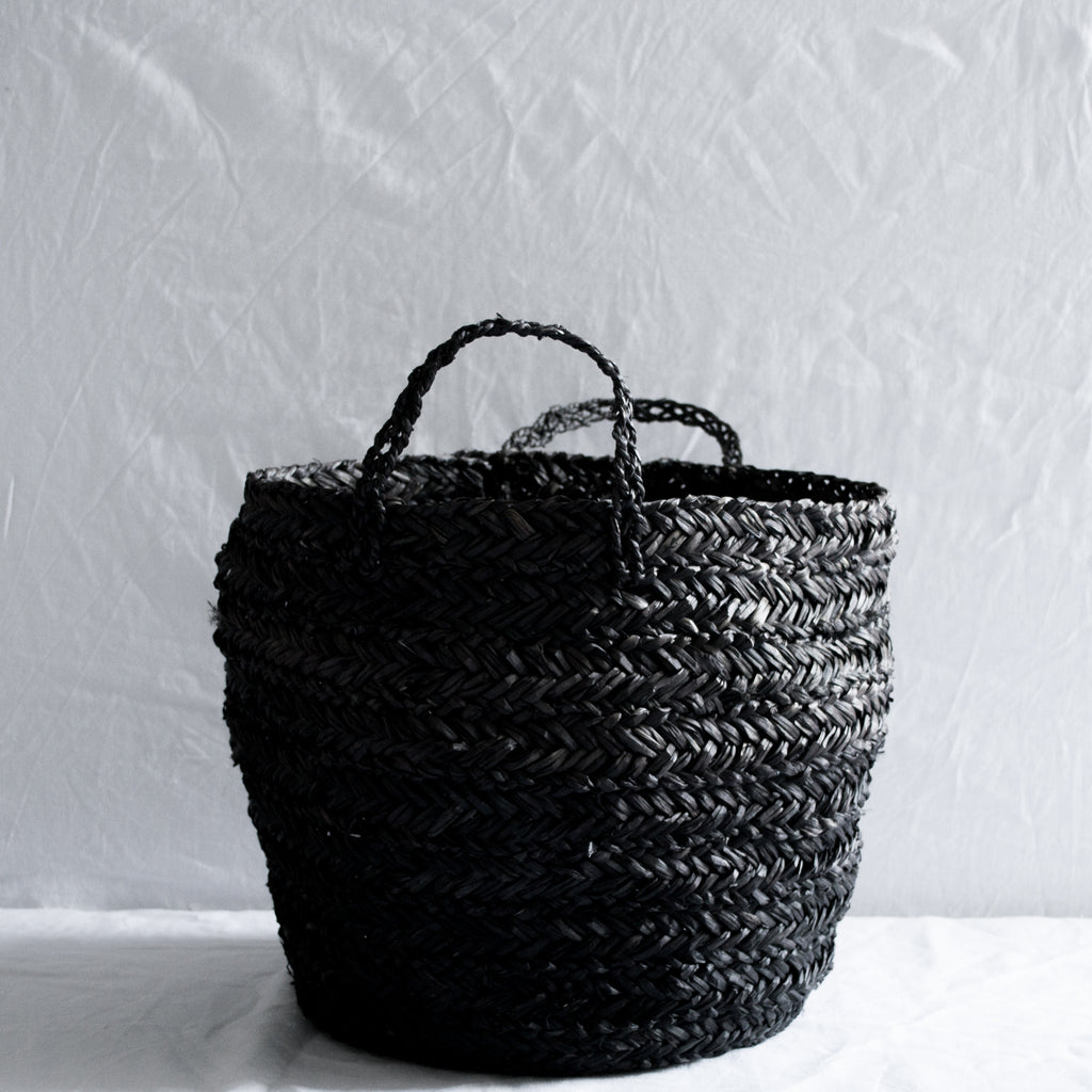 ROUND STRAW BASKET BLACK