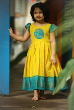 Load image into Gallery viewer, Kanmani Sungudi - Yellow